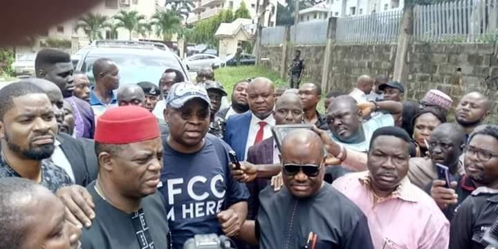Photo/Videos: Wike, FFK, Ozekhome accompany Fayose to EFCC office