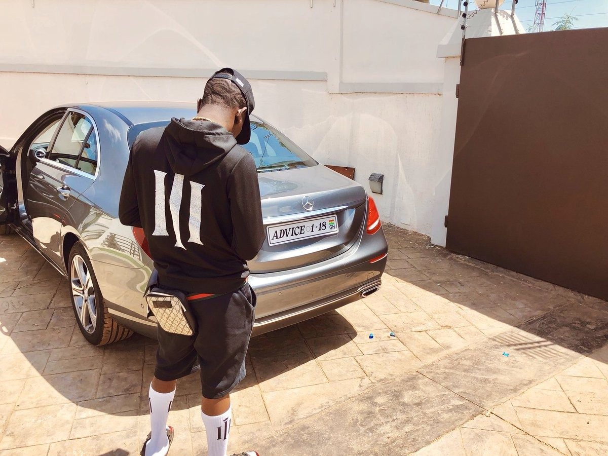 Shatta Wale buys himself a Mercedes Benz for his 34th birthday, customises plate