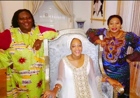 Video of Prophetess Naomi leading praise and worship in the Ooni of Ife