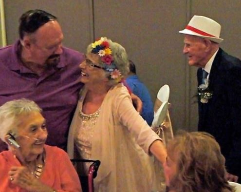 Photos: 93-year-old woman marries her?86-year-old lover in US