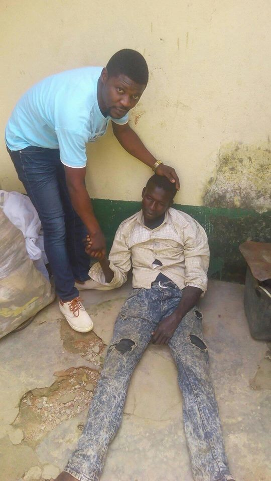 Photos:?Man found unconscious after hiding inside a wardrobe for 5-days during the recent?Kaduna Crisis