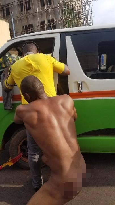 Photos: Driver strips completely naked to evade arrest by officials of Anambra Traffic Management Agency