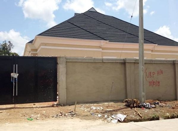 ?Governor Fayemi seals two house allegedly owned by Fayose in Ekiti State