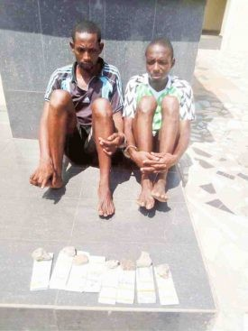 Photo: Two suspected armed robbers nabbed with fake $800,000 along Lokoja-Abuja highway