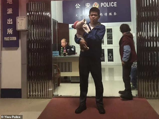 Chinese man desperate for a son sells his 10-day-old daughter to strangers for ?4,500 (Photos)