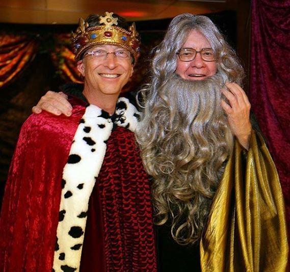 Bill Gates and Warren Buffett dress?up as King Arthur and Merlin to celebrate?Halloween (Photo)