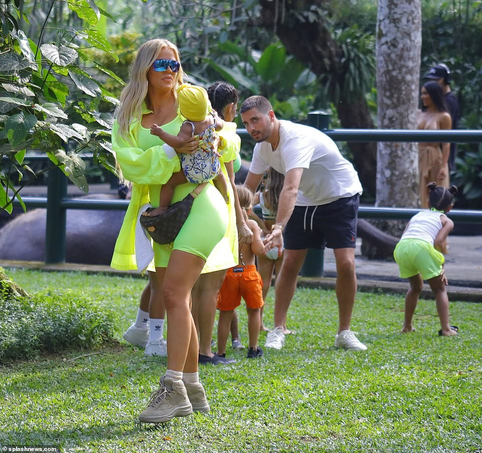 Kourtney Kardashian and ex-Scott Disick pictured together during their family getaway in Bali (Photos)