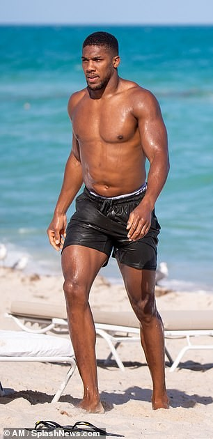 Anthony Joshua shows off his muscular body while stepping out of the sea in Miami (Photos)