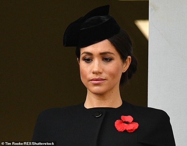 Duchess of Sussex, Meghan Markle attends her first Armistice Day at the Cenotaph (Photos)