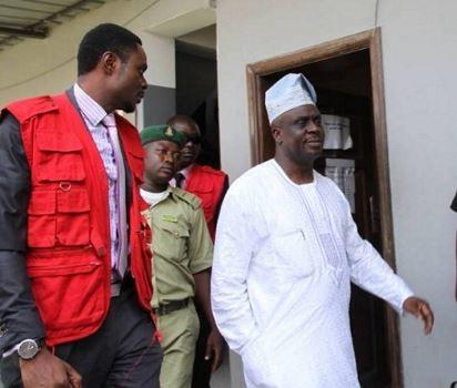 Der ehemalige Air-Chief, Adesina Amosu, wurde wegen N21bn-Betrugs erneut angeklagt