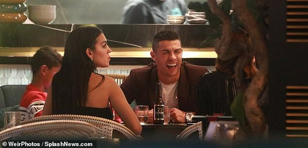 Cristiano Ronaldo treats his girlfriend and son to a London dinner date (Photos)