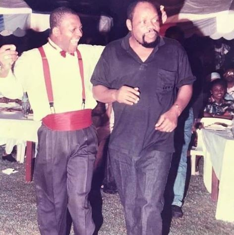 Epic throwback photo of Sir Shina Peters performing at the wedding of Odumegwu Ojukwu and Bianca 24-years ago