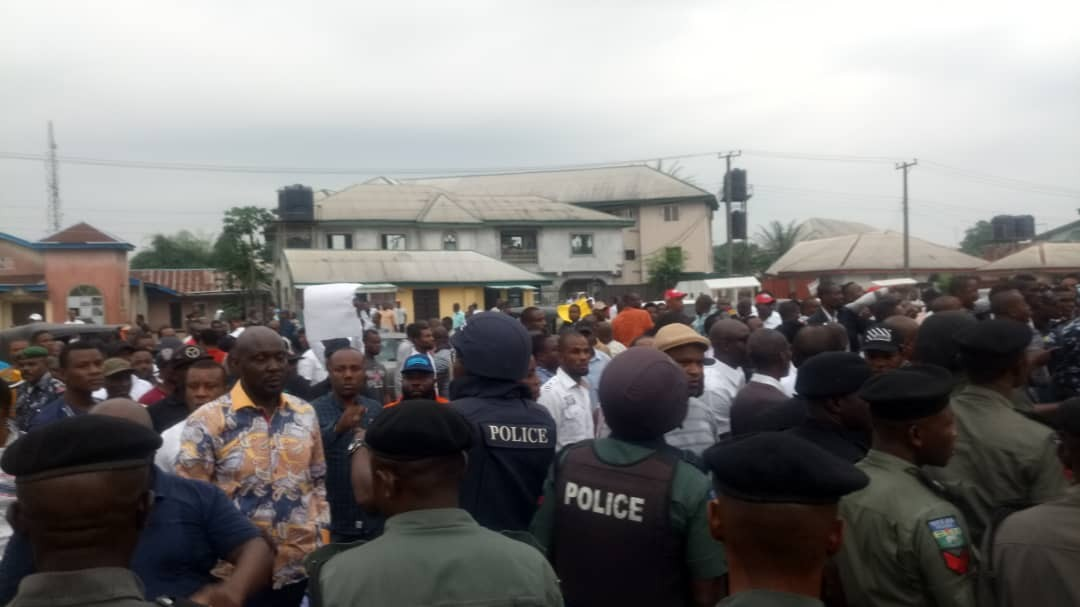 Photos: Chaos in Akwa Ibom state House of Assembly as thugs invade the assembly complex