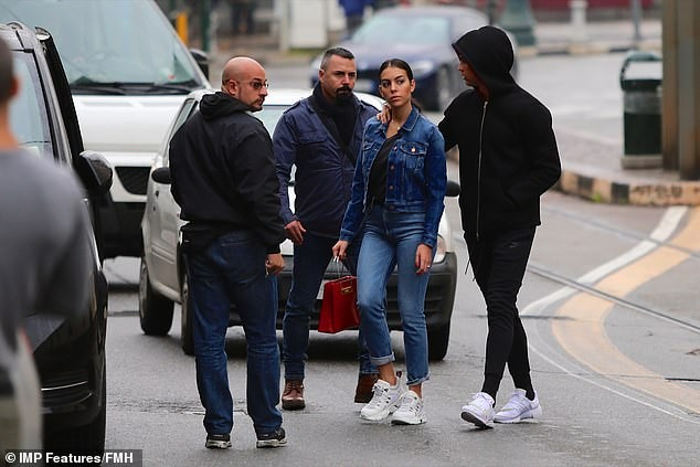 Cristiano Ronaldo and fianc?e Georgina Rodriguez visit a giant Italian church as they search for a wedding venue (Photos)