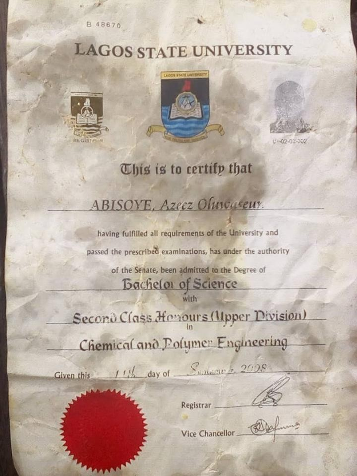 Photo of LASU graduate?s original certificate found at a suya spot