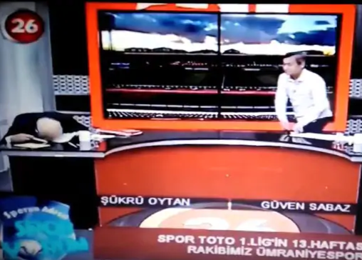 TV presenter collapses as he suffers heart attack live on air  (video)