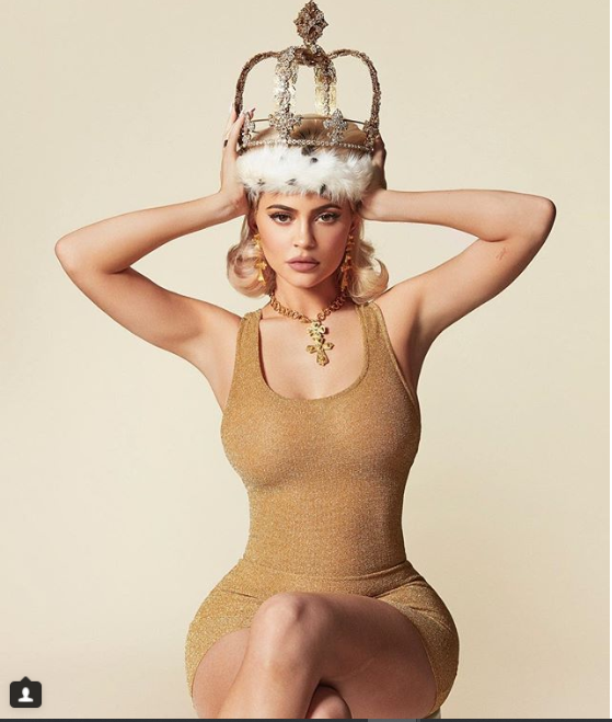 Kylie Jenner shows off her curves in hot new photos?