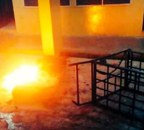 Bowen University students burn down hostels after the school VC suspended 200 students for refusing drug tests