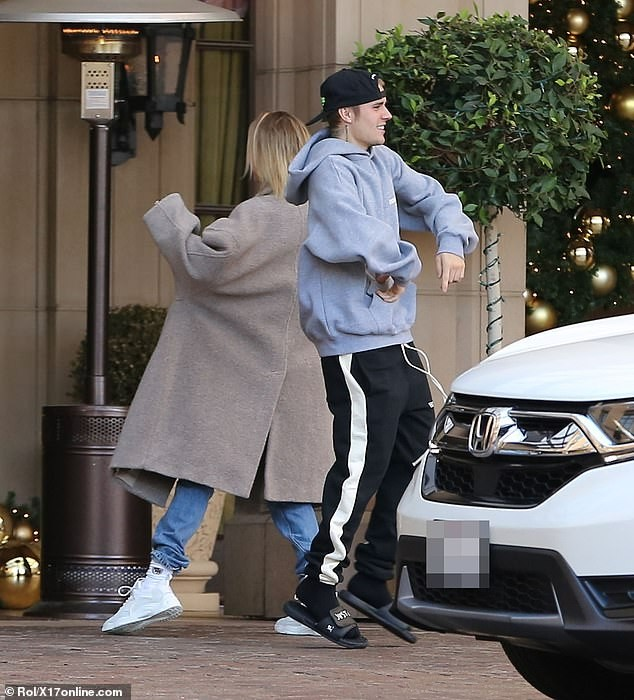 Justin Bieber and wife Hailey Baldwin show off their dance moves?before sharing a passionate kiss in Beverly Hills (Photos)