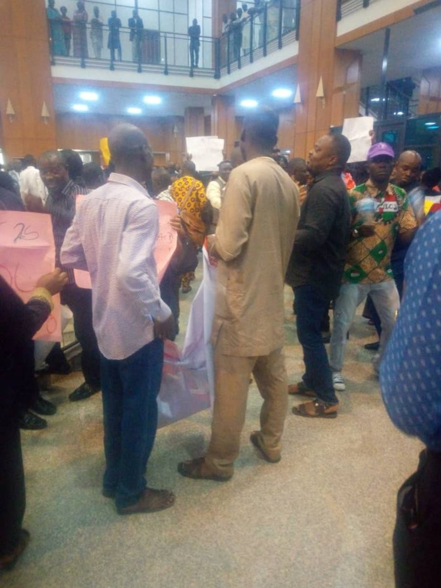 National Assembly workers protest over unpaid salaries (photos)