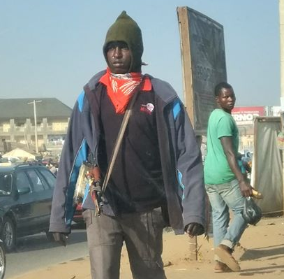 Photo: Man raises alarm after spotting a civilian man roaming the streets of Abuja with an AK47