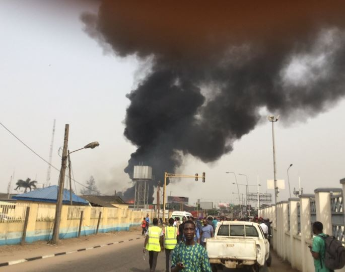 Photos:?Forte Oil filling station along?Airport Road in Lagos goes up in flames