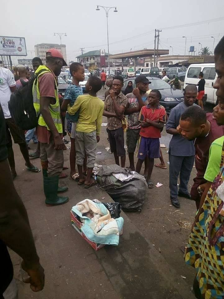 Day-old baby abandoned by the roadside in Rivers state (Photos)