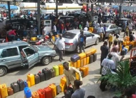 Oil marketers insist on?shutting?down all loading operations by midnight