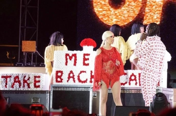 Offset surprised Cardi B on stage and begs her to take him back (photos/video)