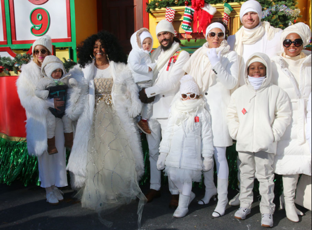 Diana Ross celebrates Christmas with her large family (photos)
