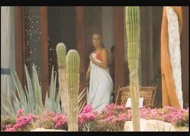 Iggy Azalea and boyfriend Playboi Carti holiday together in Mexico (Photos)
