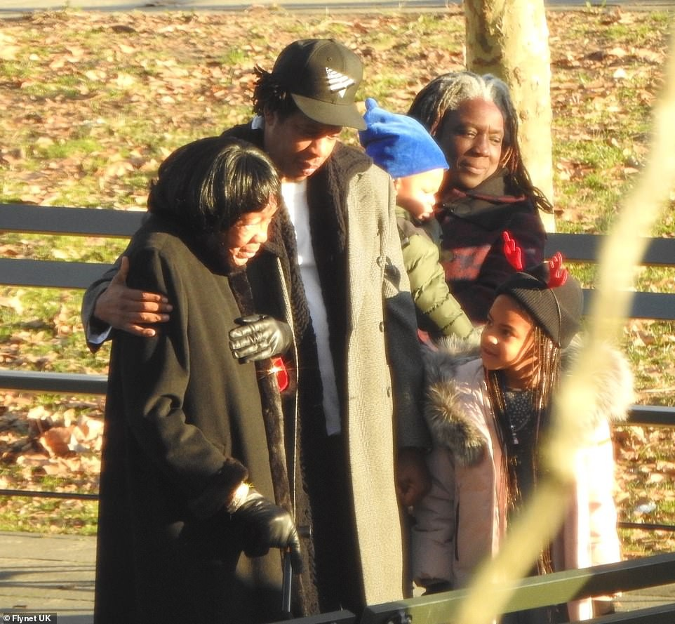 Jay-Z and his entire family pictured in New York City where they spent the Christmas holiday. (Photos)