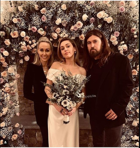 See lovely photos Miley Cyrus posing with her parents Tish and Billy Ray at her low-key wedding to Liam Hemsworth