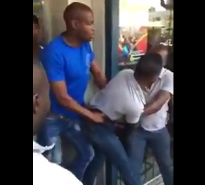 Video: Nigerian nationals try to prevent South Africa police from arresting compatriot accused of drug dealing