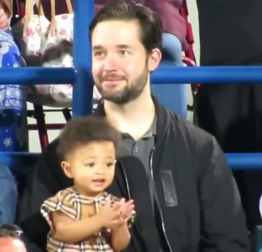 Adorable video of Olympia Ohanian clapping for every point mum Serena Williams and aunt Venus Williams got at tennis match