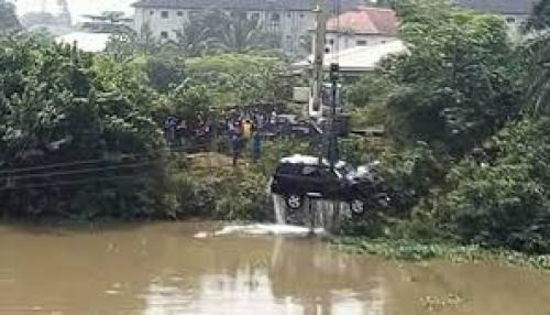 Eight perish as two vehicles plunge into river in Warri (photo)