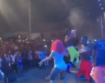 Trending video of Ghanaian singer, Lilwin throwing live chickens, plantain, tubers of yam at his fans during a concert