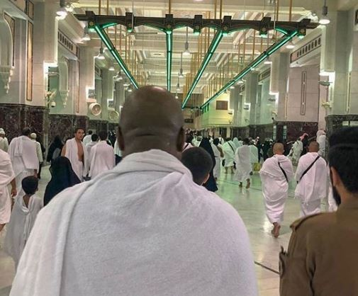 Photos:?Bukola Saraki prays?for Nigeria as he?completes?Umrah rites in the Holy Mosque in Mecca