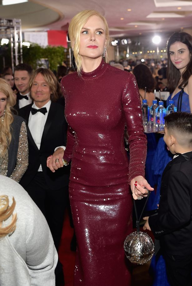 Unknown model steals show at the Golden Globes by photobombing stars on the red carpet