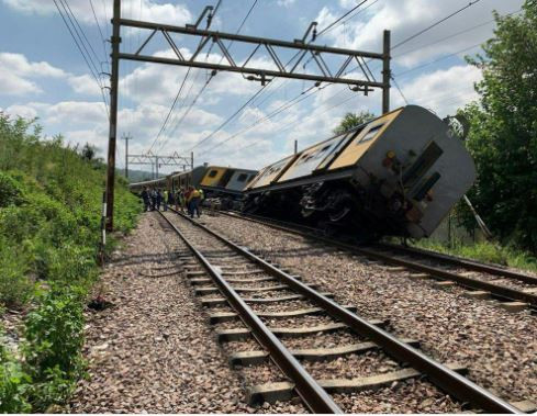 South African train collision leaves four people dead and hundreds injured