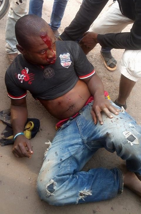 Suspected thief caught and beaten by angry mob as he tries to escape Lynching in Imo (Photos)