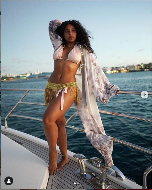 Ashanti shares makeup free photos as she poses in a sexy bikini