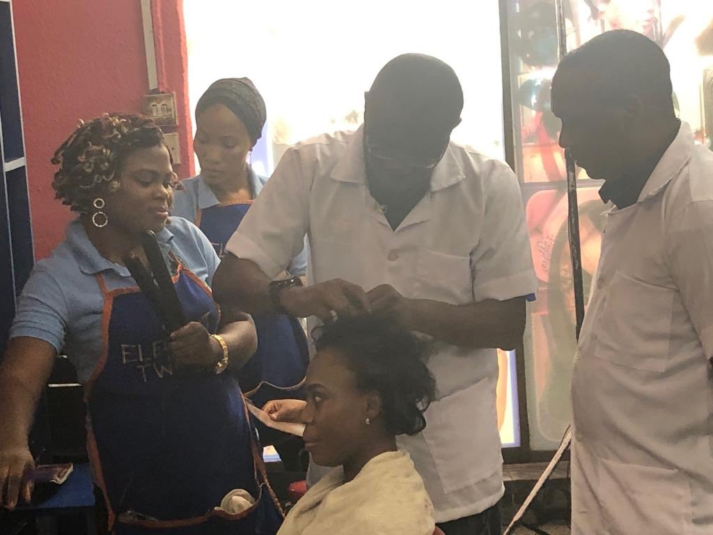 Photos/VIdeo: Babajide Sanwo-Olu spotted fixing a lady?s hair in a salon today