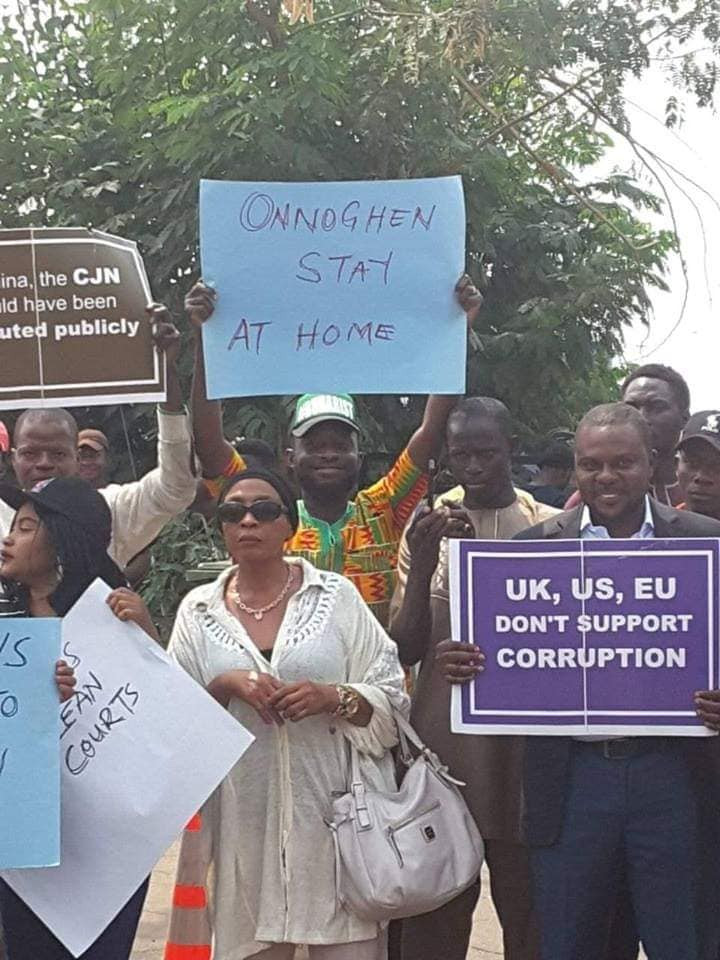 Photos: Abuja residents stage protest in support of Onnoghen