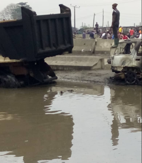 At least 3 dead, several cars burned after tanker fell and went up in flames at Ojo Barracks (graphic photos/ videos)