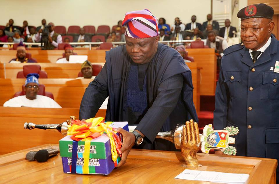 Finally, Governor Ambode presents?N852.316bn budget for 2019 to State?House of Assembly