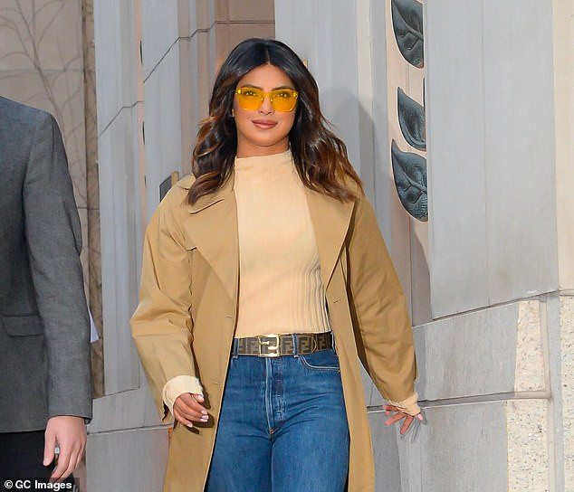 Priyanka Chopra shows off stylish look as she steps out in New York (Photos)
