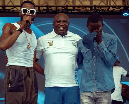 Dbanj and?Governor Ambode?take?26-year old?boy off the street after he dazzled at ?the Lagos City Marathon