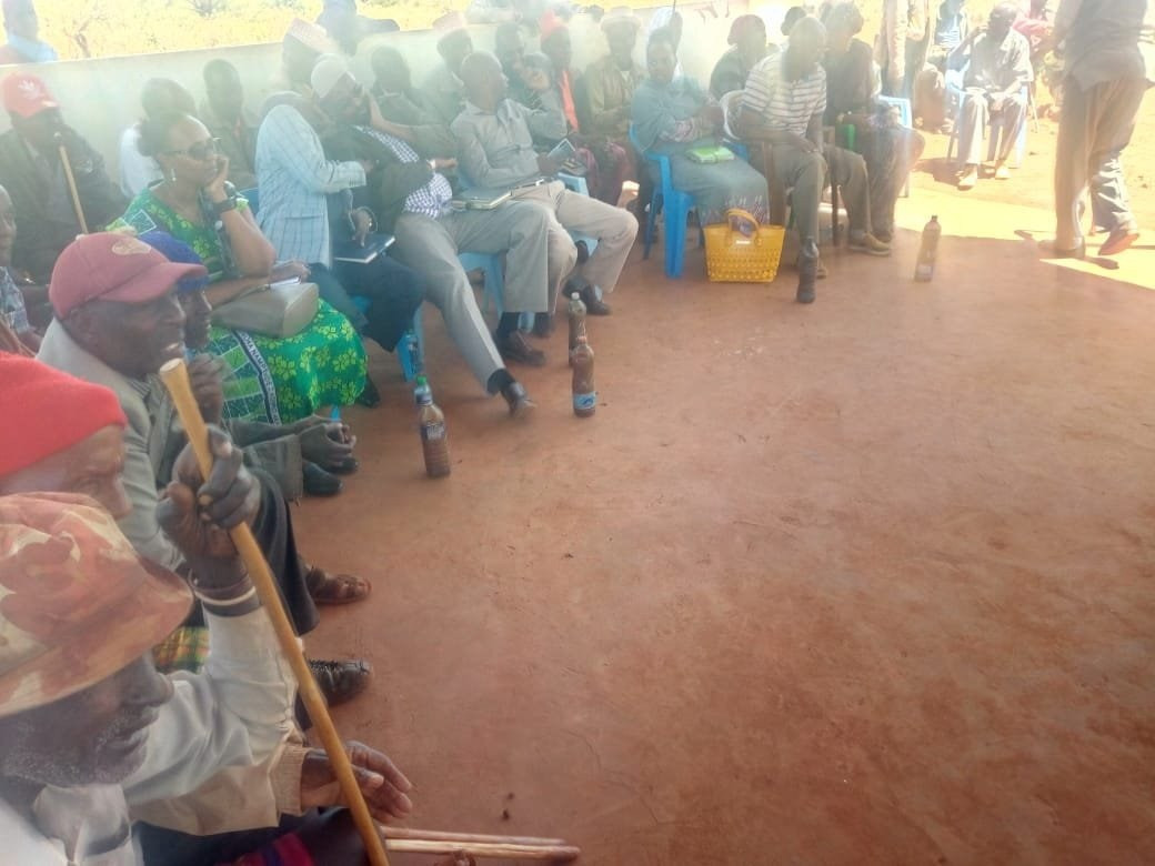 Residents serve dirty water to politicians after they failed to provide potable water (hilarious photos)