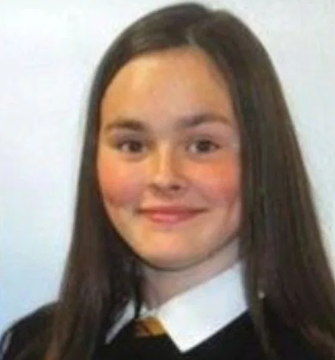 Girl killed by train as she was looking at her phone while crossing the tracks